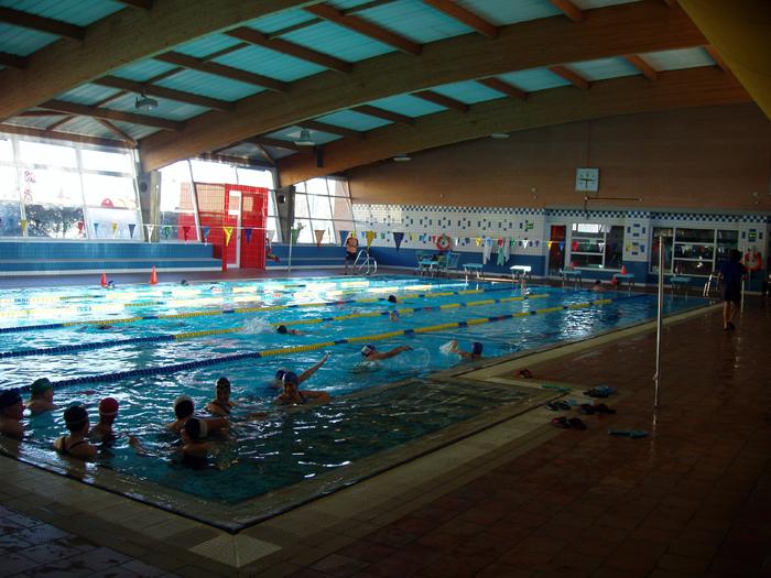 La piscina de el carrascal de legan s cerrada hasta for Piscina municipal casa de campo
