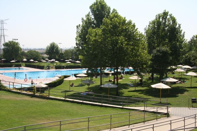 Las piscinas de verano se podr an abrir a las mascotas for Piscina municipal getafe