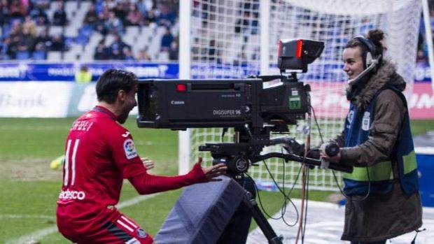 Chuli celebra su gol con la cám ra de televisión   LaLiga