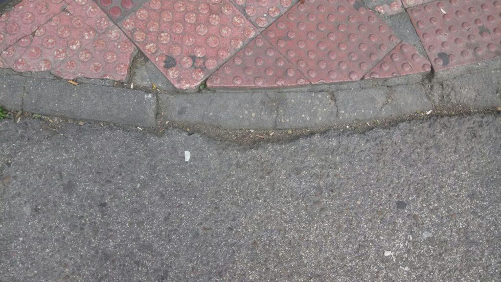 Ahora getafe denuncia el mal estado de las calles for Calle jardines getafe