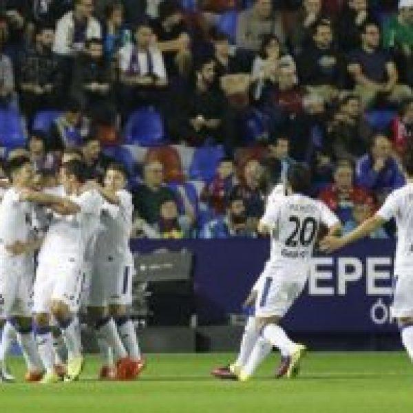 Los futbolistas del Getafe celebran el gol de Lacen | LaLiga